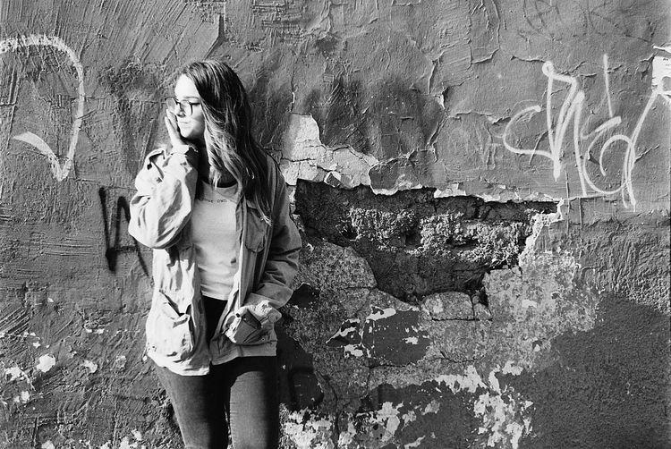 Nikon Nikonphotography Nikonphotographer Nikonf4 Nikonf4s Model Modeling Sunlight Noflash Women Lifestyles Black & White Outdoors Luznatural Santiago De Chile Santiago Chile Kodak Kodaktrix400 TriX400 Lovefilm Film Filmisnotdead Nofilter Film Photography The Portraitist - 2018 EyeEm Awards