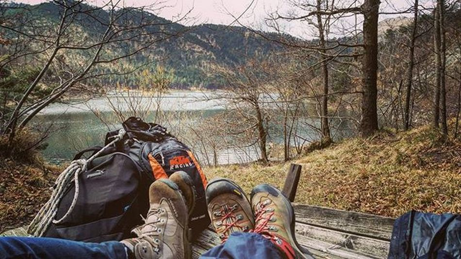 Relax Picnic Maststyle Lake Italianlandscape Italianlakes Trekking Trekkingliguria Asolo Garmont Ktm KTMRacing Lake Lago Panorama View Feelinggood Goodvibes Walking Backpack Puma
