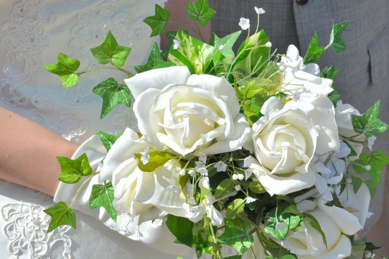 Wedding Beauty In Nature Bouquet Bunch Of Flowers Celebration Flower Flower Arrangement Flower Head Flowering Plant Fragility Freshness Hand Human Body Part Human Hand Inflorescence Nature One Person Plant Real People Rosé Rose - Flower Vulnerability  White Color
