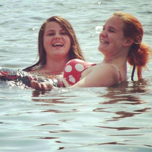 Znowu Małpa ASIA Crazy Girls Summer Water Hot Day Spalone Buźki Zalew Kluczbork Plaza Namioty Boso Przez świat