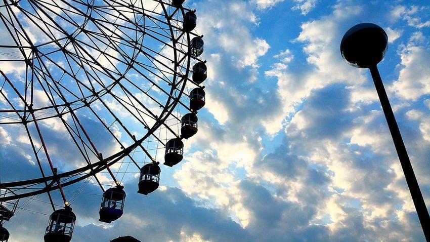 夕方のわんこのお散歩にて。富士川SA(上り)ドッグランからのフジスカイビューです。途中からはっきりしない天気でしたが、夕方になり西の空が青空になり始めました。次男くんが京都に修学旅行中です。明日もお天気になりますように・・・。 Sky Cloud - Sky 夕景 逆光 富士市 フジスカイビュー 富士川SA 富士川楽座 富士川観覧車 Hello World 明日天気になーれ