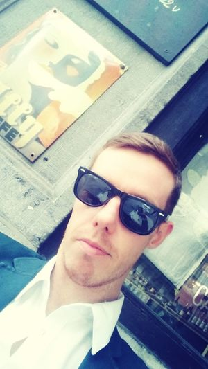 Close-up portrait of young man in sunglasses