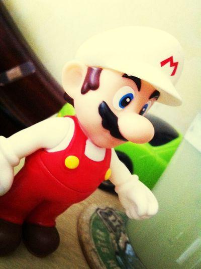 En compañia de Mario ..