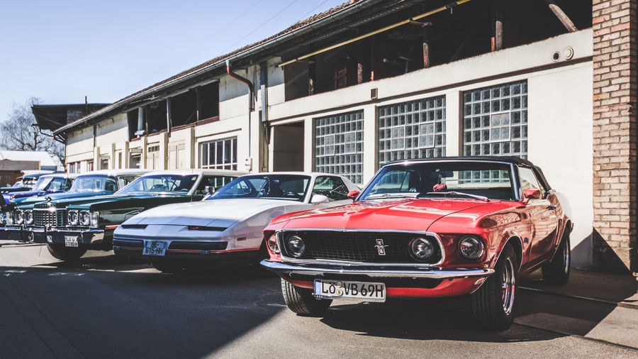 Ford Mustang Mode Of Transportation Car Motor Vehicle Transportation Land Vehicle Architecture Building Exterior Built Structure City Street Sunlight Day Stationary Building Retro Styled Vintage Car Road In A Row No People Outdoors Luxury Ford Mustang