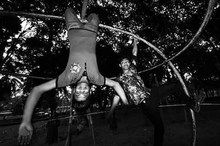 People Peopleofbangladesh Bnw Blackandwhite Bnw_life Bnw_captures Bnwphotography Bnw_society Photos Photographer Photography Intimacy Documentary Photography Photoftheday Picoftheday Instadhaka Everydayeverywhere Bangladesh Life Lifearoundyou Instagood Parklife Dhakatales Parkballads