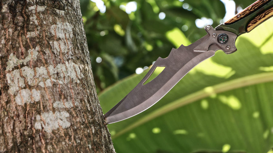 Tactical Combat Knife Struck in a tree trunk Knife Lost Survive Tree Adventure Army Combat Combat Knife Commando Compass Dagger Dangerous Forest Forest Camp Military Outdoors Sharp Special Forces Steel Survivor Tactical Knife, Throwing Knife Tool Tree Trunk Weapon