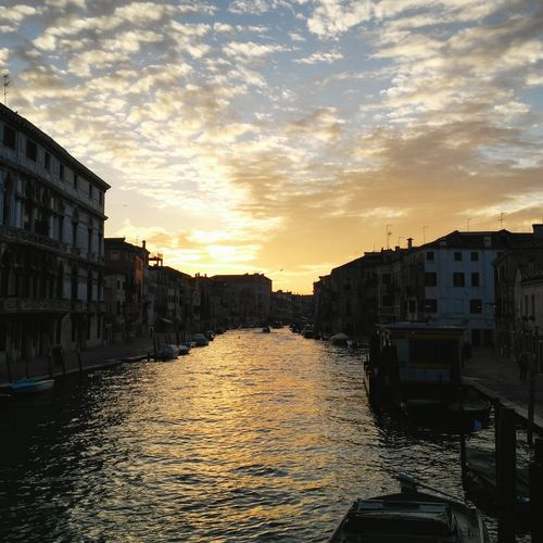 Venice... Early morning Cannaregio Venice Venezia Beautiful Sky Skyandclouds  Clouds Collection Sun Sunrise Canal Fondamenta Urban Urbanphotography NX2000 Mirrorless