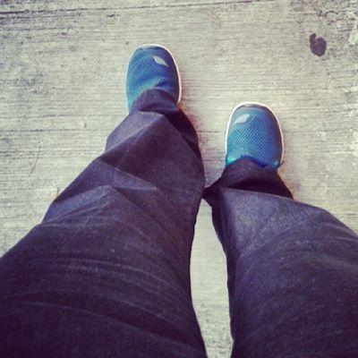 Así los atiendo hoy! Pantalón de vestir... muy comoda con tenis!!! :) Quién dijo que ser Fashion era difícil? Jaja Nikefree5