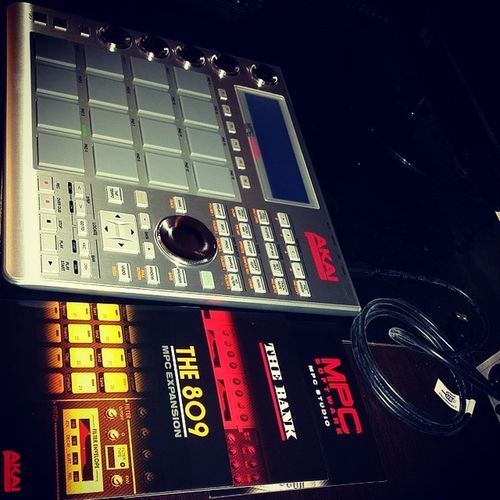 Just got the Akai MPC Studio gear. Going to see what I can come up with. The809 Thebank MPCsutdio musicproduction makemyownmusic