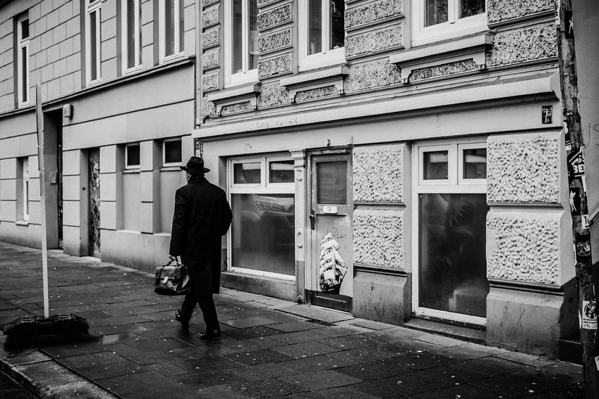 vintage dress - streets of hamburg Hamburg Hat Man Man With Hat Nikon Open Edit Rear View Urban Geometry Walking Around Black And White Black And White Photography Bw Eye4black&white  Eye4photography  Full Length Hamburg Streetphotography One Man Only Real People Schwarzweiß Schwarzweißfotografie Street Streetphoto_bw Streetphotography Urban Urban Photography
