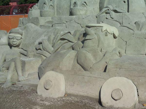 Sand sculptures Sandsculptures Taking Photos Check This OutHi! Hello World Sneek Flintstones