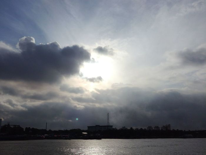 No Edit/no Filter Sun Peeking Through Cloudscape Sky And River Water And Clouds City Beside The River The Colours Of Buriganga Cloud - Sky Mobile Photography Dramatic Sky