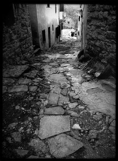 https://youtu.be/GrC_yuzO-Ss Shades Of Grey Architecture Bnw_friday_eyeemchallenge Empty Street Walking Alone... The Street Photographer - 2015 EyeEm Awards Fortheloveofblackandwhite Melancholic The Dark Side Of The Moon 😉✌