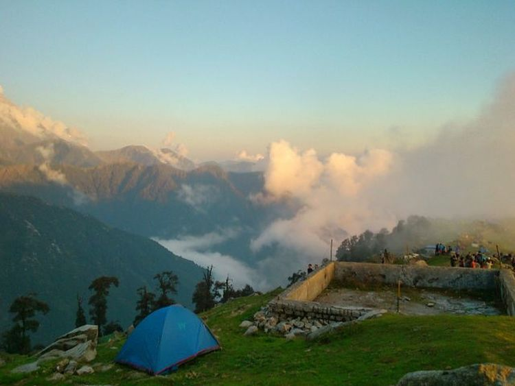 "@naincysingh @shhivali @ranaparul.11 remember that line ""Pahad k piche baadal, baadal k piche Pahad"" 😊😃😄😍😍😍 Triundtrek Triund Triund Dharamshala Spring Shutterbug Visual_heaven India_ig Himachalpradesh Himachalpictures Theworldgram Greenery Bestmountainartists Ourindia Ourplanetisbeautiful Skylovers Cloudporn Visual_heaven Instahimachal Dharamshala Mcleod XPERIA Himalayas Daily_himachal"