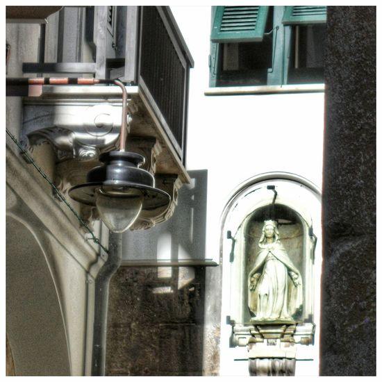 No People Archival Day Madonnina Hystorical Buildings Knights Of Malta Religious Art Sculpture Statue Balcony Lampions Hystorical Centre Genoa Vicoli Di Genova Holy Mary Caroggi Architecture Medieval Buildings Outdoors Details