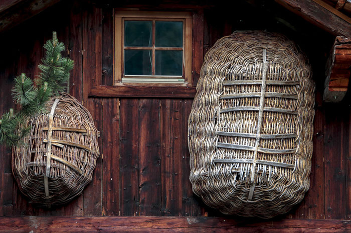 Backgrounds Basket Cestino House In Mountain Window Wood - Material Wood Basket Wood Houses Wooden
