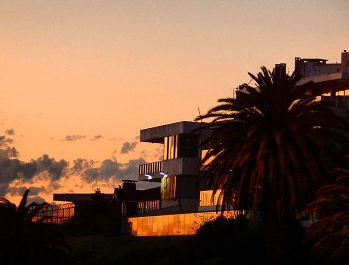 Sunset reflex Sunset House Houses Design Lovelydesign Lifestyle Arquitecture Arquitetura Minimalism Instalike Sky Montevideo Reflex Igersuruguay Igers_gallery Igersoftheday Audiovisualuruguay