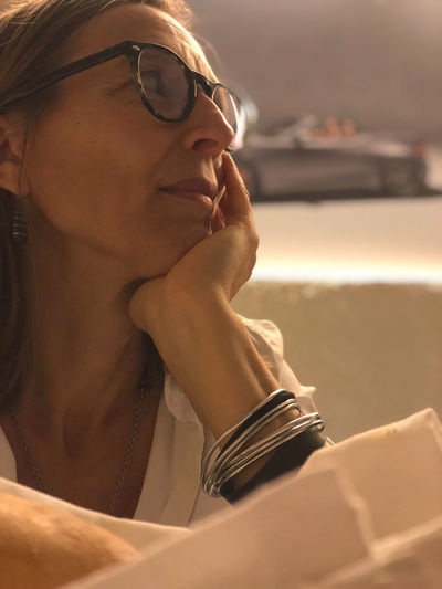 Glasses One Person Headshot Eyeglasses  Young Adult Portrait Real People Leisure Activity Lifestyles Close-up Young Women Looking Women Adult Front View Contemplation Focus On Foreground Looking Away Beautiful Woman