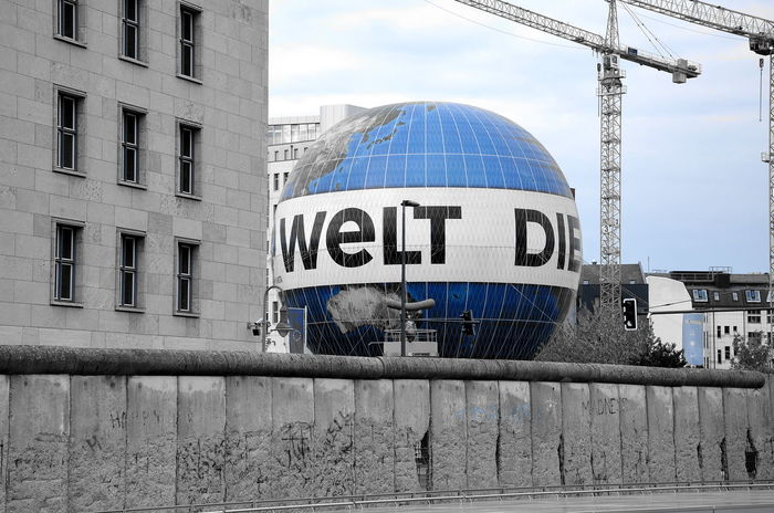 Break The Mold Berlin Photography Behind The Wall Berlin Wall The Wall Of Berlin The Wall Berlinstagram Air Ballons Ballon The World Die Welt No People Outdoors Streetphotography Destination Behind The Berlin Wall The Photojournalist - 2017 EyeEm Awards