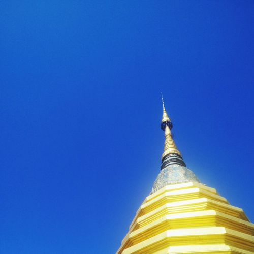 Tip of the roof of a building in Wat Pan Ping complex. Chiang Mai, Thailand. Religion Place Of Worship Gold Colored Architecture Gold Pagoda Blue Sky Spirituality Outdoors Day Gold Chiangmai Chiang Mai History Travel Spirituality Travel Destinations Architecture Pagoda Place Of Worship Thailand Wat Pan Ping