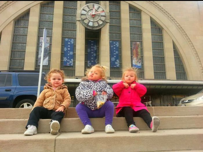 Sistas Hanging Out Children Steps Cincinnati Ohio, USA Museum Cincinnati Union Terminal