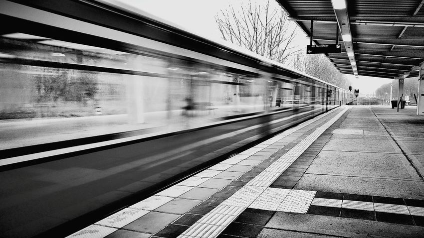 Berliner S-Bahn...✌✌✌ Berlin Berliner Ansichten Weilwirdichlieben Berlinerbahnhöfe Sbahnberlin Sbahn Germany Germany🇩🇪 Igersberlin Igersgermany Blackandwhite Black & White Blackwhite Igersbnw Bnw Bnw_life Bestoftheday capturing motion