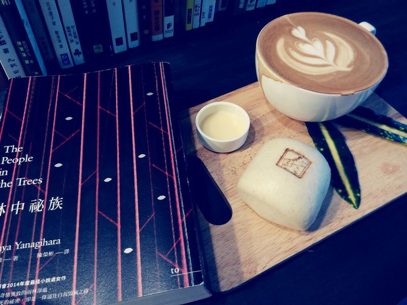 Afternoon coffee with a novel that I am invited to review. 嘉義的好咖啡,配上一本受邀寫書評的小說。