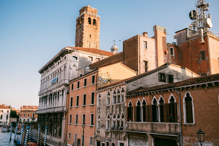 Venice Building Exterior Built Structure Architecture Building City Sky Nature Clear Sky Residential District Window Incidental People History Day The Past Sunlight Old Outdoors Travel Destinations Canal