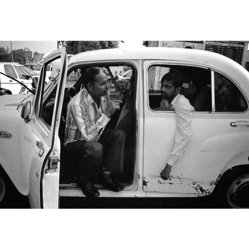 Agra , UttarPradesh India 2013 | HindustanMotors AmbassadorClassic car | Leica M7 Ilford Hp5 blackandwhite film through ElmaritM 28mm bw bnw monochrome street streetphotography humancondition travel