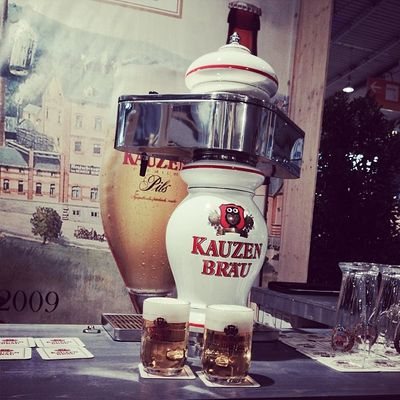 Erstes Bier des Tages bei #Kauzen Bräu. Danke an Jacob und Norman. Prost. #INTERGASTRA Kauzen Kauzenbraeu Kauzenbräu Beer Cheers Stuttgart Bier Show Messe Prost Messestuttgart Tradefair Intergastra Gelatissimo