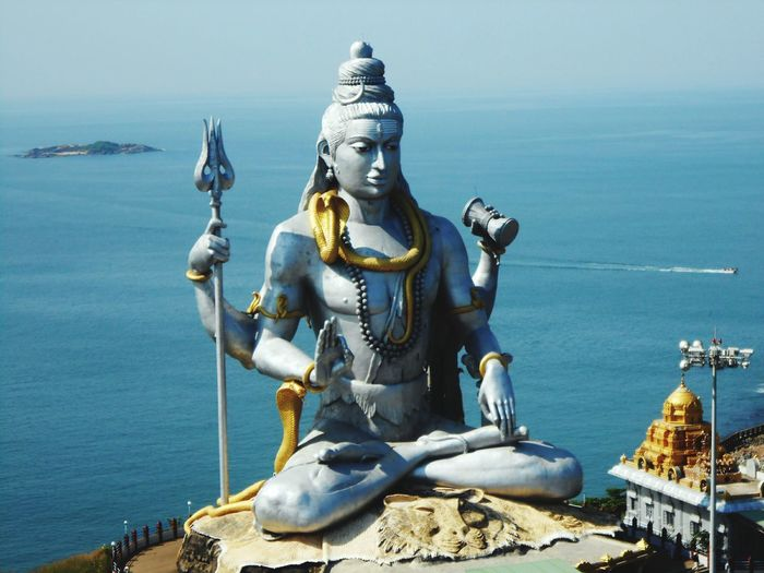 Shiva statue by sea at murudeshwara