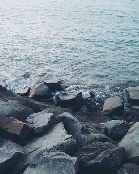 Tussen de rotsblokken langs de dijck👆🎣🚿💦 Bewerkt Met Vscocam💛