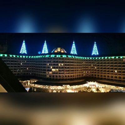 Delphinimperial Hotel vom DelphinDiva aus von ByVeskoOneKrajnc auf Flickr. Turkey intheevening amazing so beautiful lighting. So many lights llike thumbsup likesforlikes Türkei Abends so schöne Beleuchtung. SO viele Lichter ichmags daumenhoch SquareInstaPic Folge diesem Link auf Flickr, um dieses Foto in voller Auflösung anzuzeigen und zu kommentieren : https://flic.kr/p/txwZe5