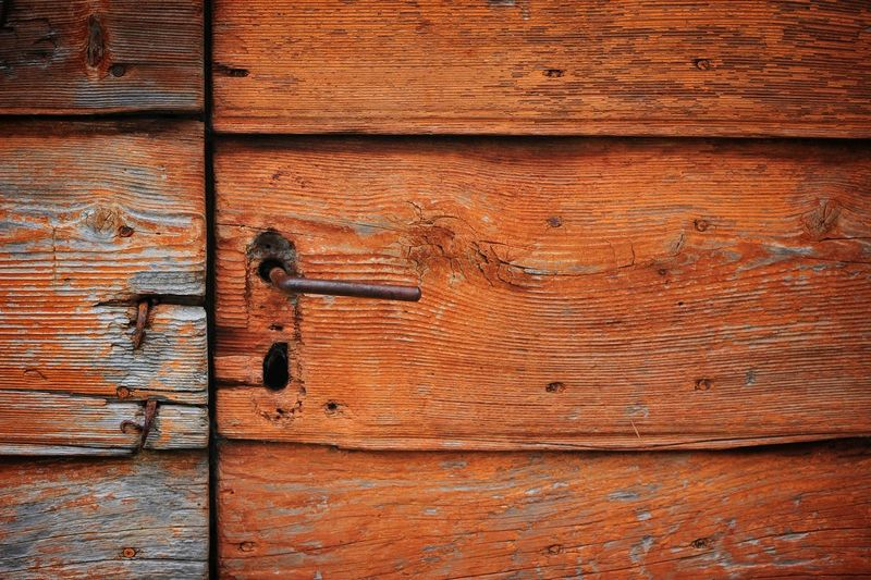 Contrast Colors Blurred Motion Macro Photography Nikon Door Retro Old Door Construction Arhitecture Hinge Backgrounds Full Frame Textured  Wood - Material Door Metal Pattern Close-up Nail Knotted Wood Wooden Rusty Locked