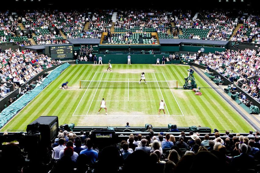 Serena and Venus Williams winning the women's doubles final on Centre Court at Wimbledon 2016. Championship England England, UK England🇬🇧 London LONDON❤ Match Serena Williams Tennis Tennis Court Tennis 🎾 Tennisball Tenniscourt Venus Williams Wimbledon Wimbledon2016