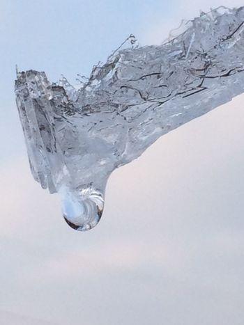 Sky 氷 雫 氷の欠片を、空に翳して…。 指先から手のひらへ…腕に、つたう水が、冷たすぎ