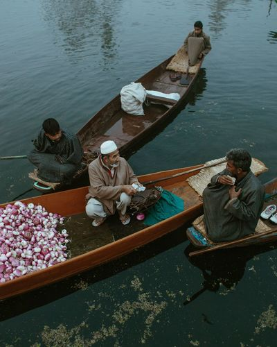 Vegetable sellers - Dal Lake, Srinagar. Kashmir, 2016 © Zacharie Rabehi / Agence Le Journal