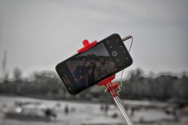 Outdoors Crossingshot Upground Wefie Crossing Picture Cross Shot Beach Background Rethink Things