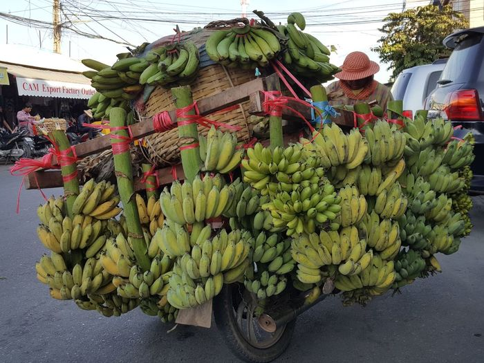 Bananas Social Documentary Lifestyles Selling No Edit/no Filter Travel Food And Drink Fruit Vegetable Food Healthy Eating Agriculture Freshness Bunch Day Banana Green Color Outdoors Raw Food Market