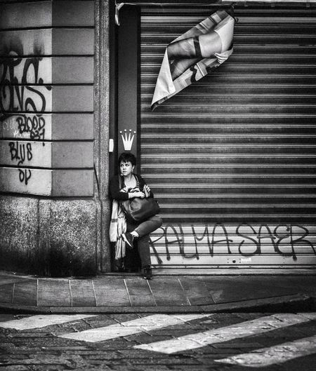 Your Majesty Blackandwhite Streetphotography Street Photography Milan Italy Street Streetphoto_bw Architecture Day Funny