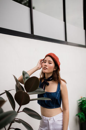 PAINT ME LIKE Beret Clean Looking At Camera Portrait Of A Woman Portrait Photography Portrait portrait of a friend Plant Young Women Portrait Beautiful Woman Smiling Women Front View Posing Thoughtful