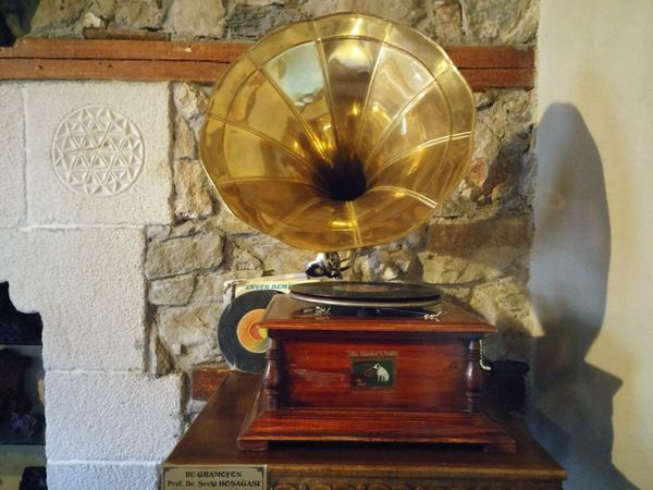 Beautiful gramophone Music Old-fashioned Gramophone Retro Styled Analog Turntable Antique No People Record Musical Instrument Technology Indoors  Day Record Player Needle