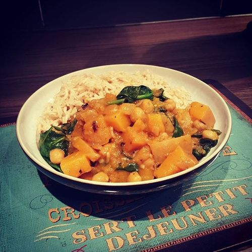 Chickpea and butternut squash curry with basmati rice. Yumm Curry ButternutSquash Healthychoices Homemadefood Homecooked Homecookedmeal Chickpea Vegetarian TheHealthMentor