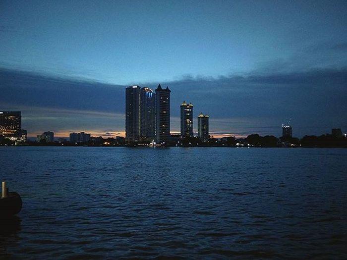 🌆 ------ ------ ------ River Chaophraya BKK Bangkok Bangkokcity Sunset Thailand Watphrayakrai Hkig Travel Oneplusone Photography Horizon Landscape EyeEm Cities At Night