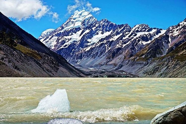 Icy Aoraki / Mt.Cook // Aoraki / Mt. Cook Nationalpark. Icy Aoraki MtCook Nationalpark Hookervalley Track Mullerlake Glacier Alps Southisland Newzealand Icefloe NZ Mountains Lake Hiking Travel Nature Wilderness