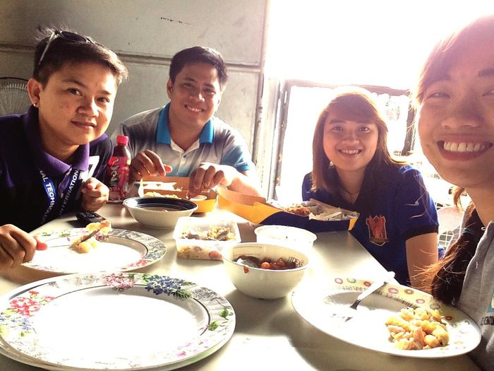 Lunch time with workmates HolidayDuty Supervise TeamPositive Sunnyday Mondays Taking Photos TeamworkMakesTheDreamWork Meeting Architecture Working