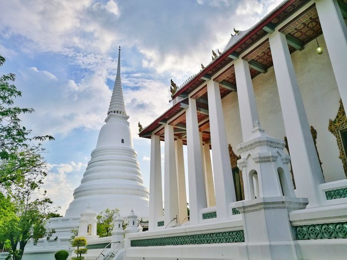 Temple Pagoda White Sky Thailand Nonthaburi Wat Wat Chalurm Pra Kriet Architecture Buddha City Statue Place Of Worship Beauty Arts Culture And Entertainment Ancient Religion History Fashion Cultures Praying