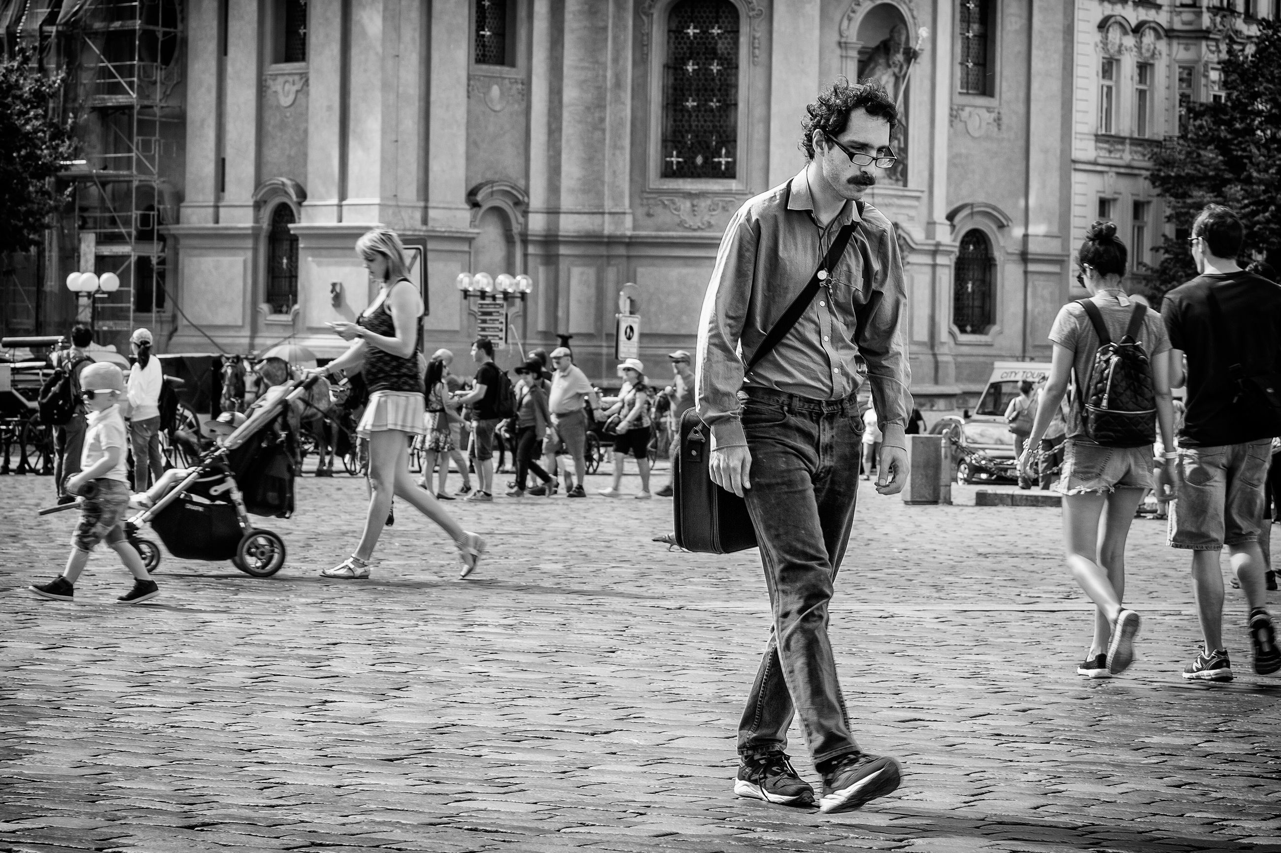 building exterior, street, city, architecture, built structure, men, person, lifestyles, walking, city life, large group of people, leisure activity, full length, casual clothing, city street, sidewalk, day, incidental people, outdoors