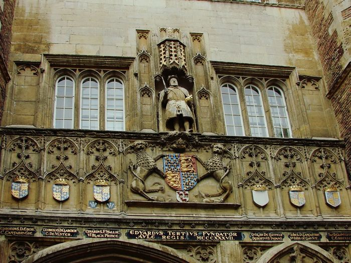 House Front Cambridge Buildings Emblem  Statue