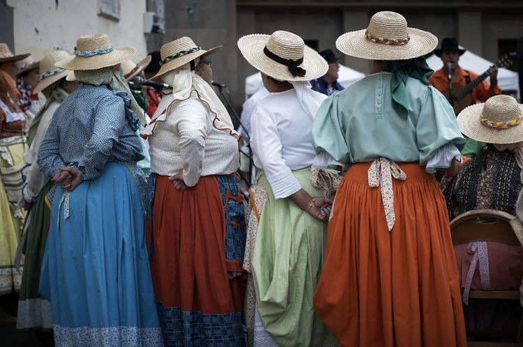 well dressed Real People City Women Rear View Market Hat Gran Canaria Dress Clothing Spanien Custom Las Palmas Trachten Gran Canary Island Straw Hat Colorful Dress Group Of People Casual Clothing Ancient Tradition Trachtenhut Local Costume Group Streetphotography